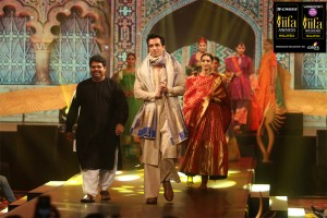 Sonu-Sood-Walking-the-Ramp-at-the-IIFA-Fashion-Extravaganza